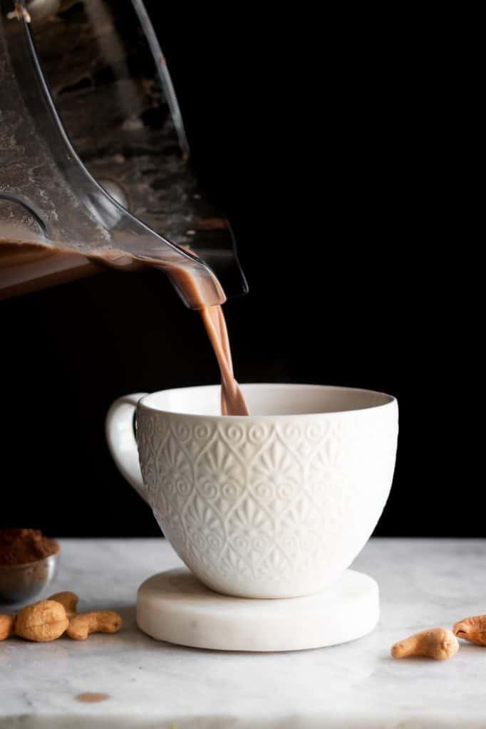 Blender Mocha Cashew Latte pour shot